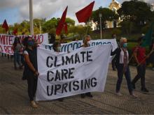 Los activistas del grupo Climáximo se reunieron en Lisboa, Portugal, el 5 de octubre como parte del Climate Care Uprising, una ola de acciones en toda Europa organizada por la plataforma By 2020 We Rise Up.  (VNO / Pedro Alvim)