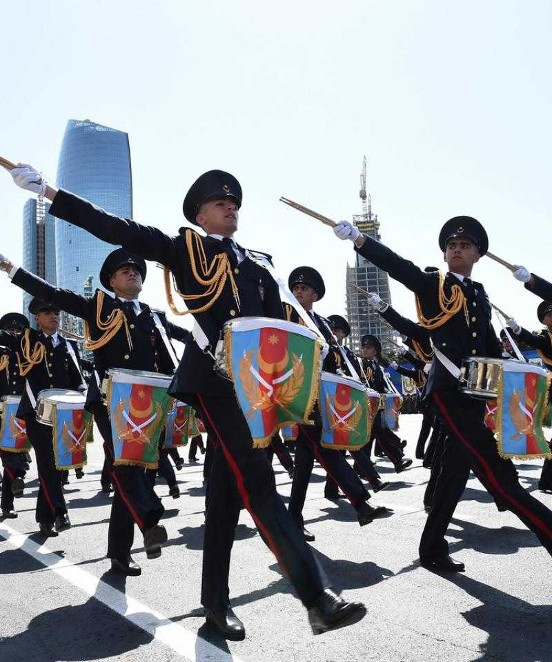 Azerbaijani soldiers are a military parade