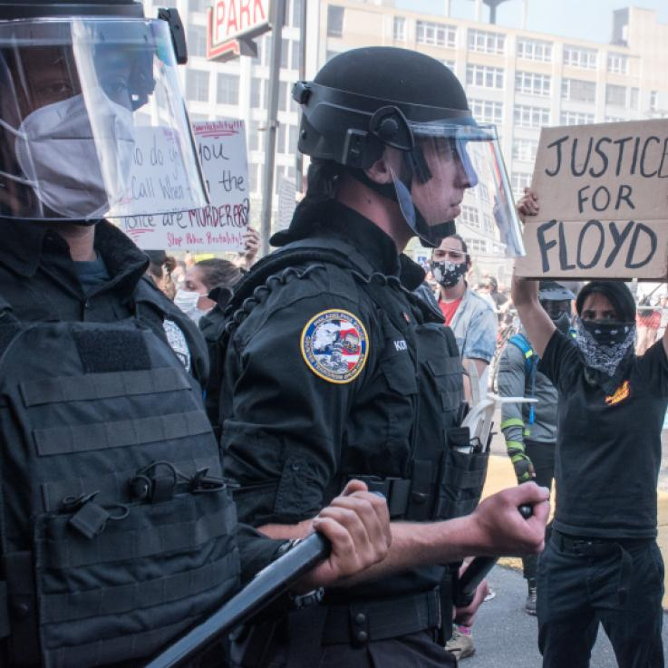 A picture of two federal police during a BLM protests